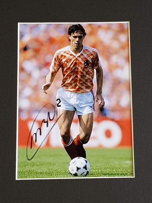 Marco van Basten - AFC AJAX - beautiful framed action photo EK 88 - hand signed + COA.