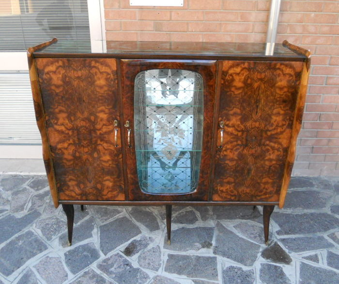 Sideboard/Display Cabinet/Liquor Cabinet in walnut burl with four sided tapered legs. Italy, 1950s.