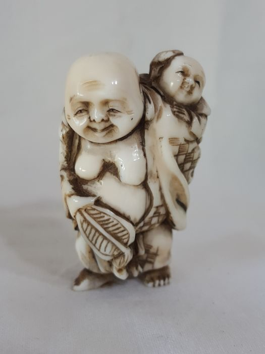 Ivory Netsuke - Hotei with Child - With Artist's Signature - Japan - Late 19th Century-Early 20th Century (Meiji Period)