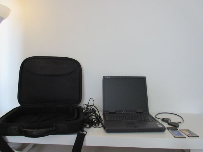 Dell Latitude CPi - Model PPX - Iconic vintage notebook from 2000 - Pentium III 498 Mhz, 128MB RAM, 6GB HD - with bag, charger and WiFi PC-card and Modem card.