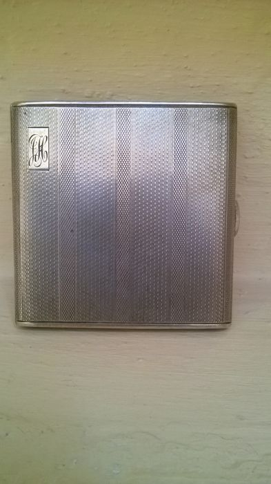 Silver cigarette case dated 1907
