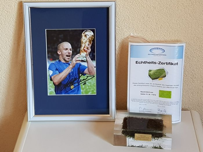 Final WC 2006 Italy - France - original piece of grass in acrylic + hand signed framed photo in passepartout Alesandro Del Piero  Italy 2006 + COA