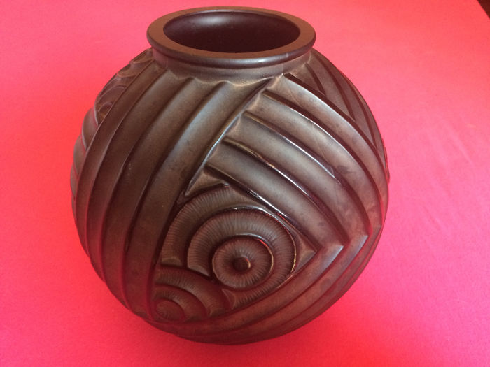 Pierre Davesn Art Deco Vase Made Of Moulded Black Glass Catawiki
