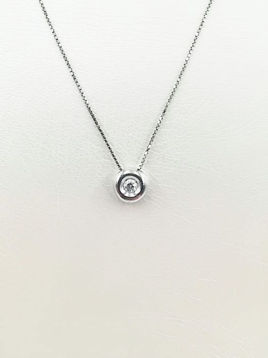 c79dfb505f8 18 kt white gold chain with diamond in a round setting. Total carat weight  0.03