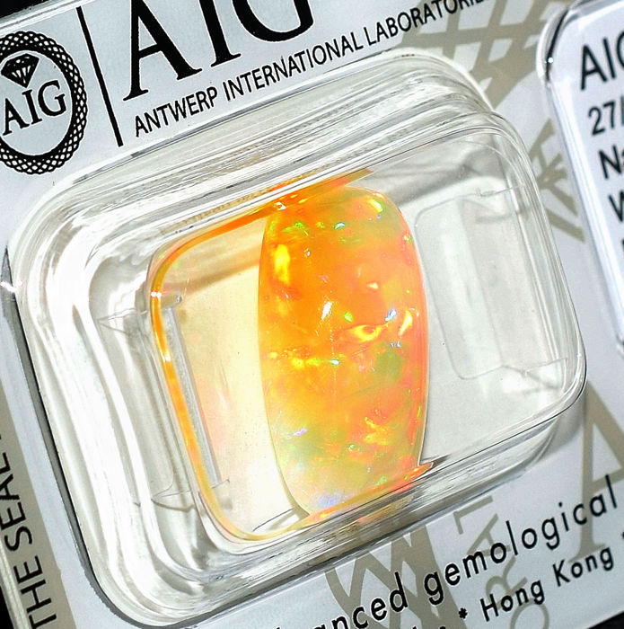 Opal - 4.85 ct, Vivid Play of colours