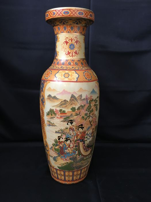 Large Chinese Hand Painted Jar - China - second half 20th century