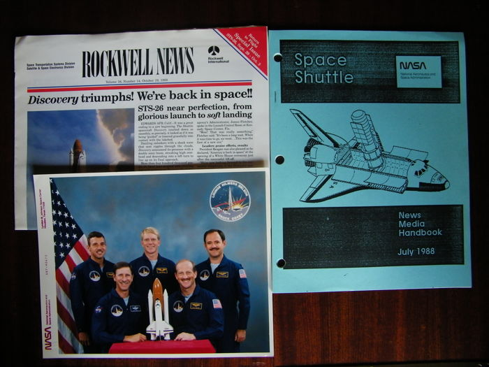 "Return to Space (after ""Challenger"") 1988 - NASA Press Kit, Rockwell News, NASA photo of the crew"