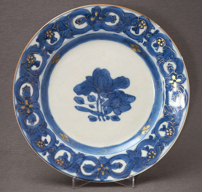 Flat plate with blossom branches - China - 18th century
