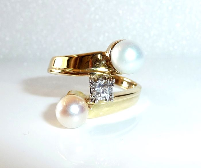 14 kt / 585 gold elegant ring 1 solitaire diamond (G/VVS) from 0.30 ct + 2 Akoya pearls, ring size 56-57 - adjustable