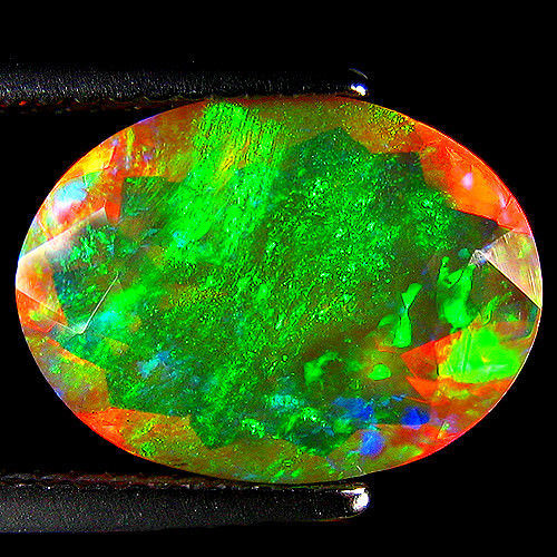 "Crystal ""Rainbow"" Opal - Yellowish, Intense Play of colours - 2.85 ct - No Reserve"
