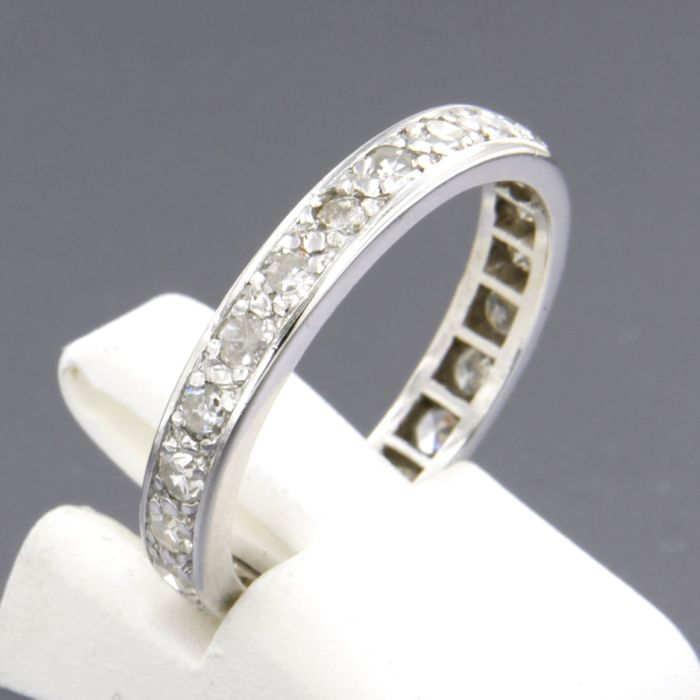 18k white gold eternity ring set with 25 single cut diamonds, ring size 17.5 (55)