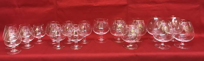 Set of 19 cognac glasses with the symbol of the French crown of Napoleon in pure gold - France - 1950s