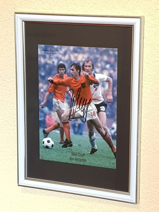 Johan Cruijff (RIP) WC 1974 - large framed photocard - hand signed by Cruijff + COA