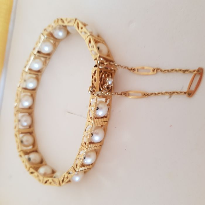 18 kt gold bracelet and cultured pearls