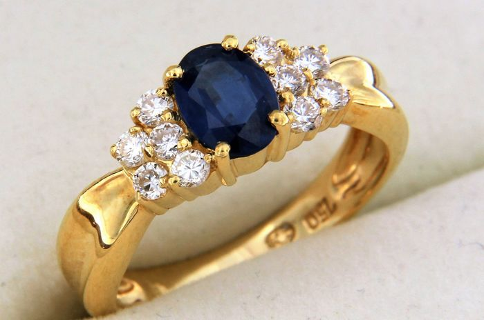 1.25 carat sapphire and diamonds - 18 kt yellow gold ring - size 52