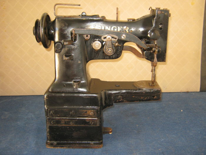 Singer 107W50 sewing machine, 1950s
