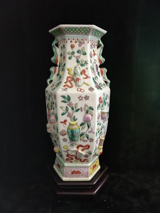 Hexagon base in porcelain famille rose with vase and flower relief decoration - China late 20th century