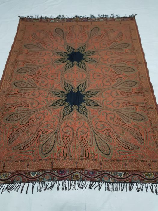 Wool paisley shawl Hand knotted 183 cm x 141 cm.