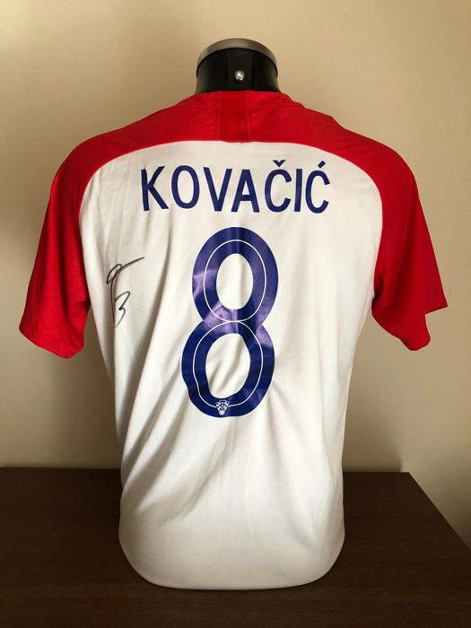 Mateo Kovačić signed Croatia home world cup 2018 shirt with photos of the  moment of signing 685ae30d9