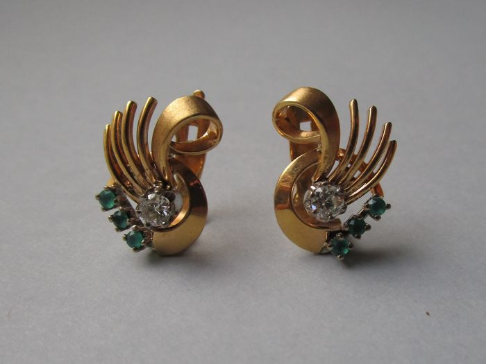 18K gold retro earrings with diamond and green synthetic stones.
