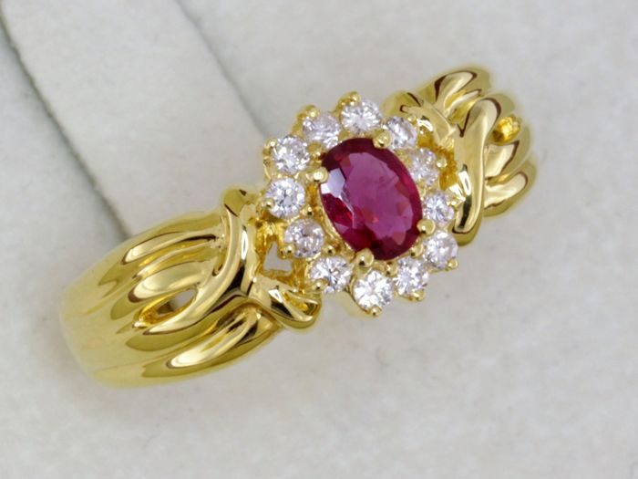 Ruby ring - yellow gold 18 kt + diamonds Size: 54