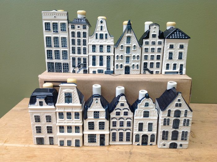 Lot with twelve KLM houses