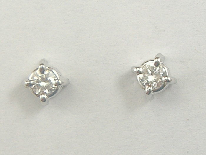Earrings in 18 kt white gold with diamonds, 0.18 ct