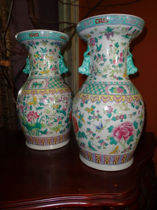 A couple of Famille rose vases - (handmade) - China - 2nd half 20th century