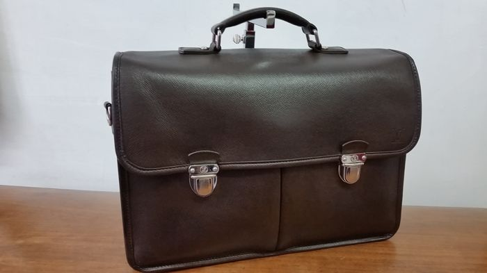 61c7c1b63f Louis Vuitton - Anton Taiga Briefcase - Catawiki