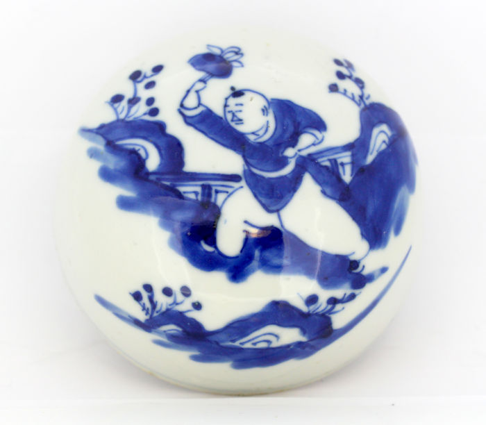 Antique Chinese porcelain lid for a jar - China - early 20th century