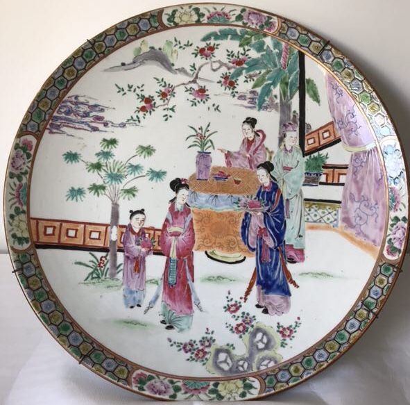 Large plate with figures - Japan - late 19th century