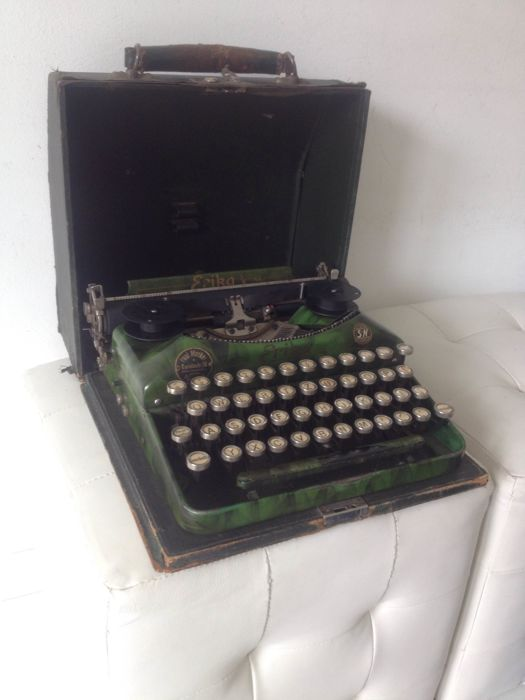 Erika antique portable typewriter in case 1930 rare colour