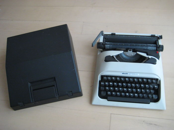 Typewriter Olivetti Lettera 10, design from 1976 by Mario Bellini