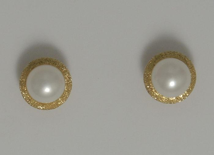18kt gold studs with 7 mm salt water pearl – butterfly back – unused