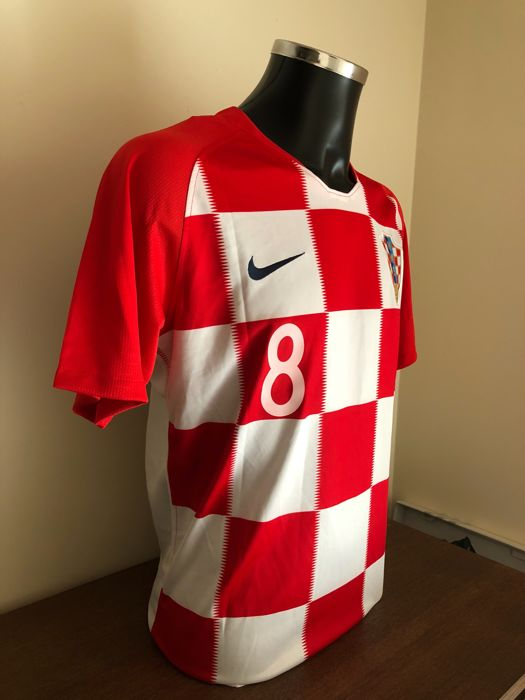 Mateo Kovačić signed Croatia home world cup 2018 shirt with photos of the  moment of signing and COA d8a533160