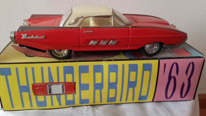 STF1, China - Length 27 cm - Ford Thunderbird 1963 with friction motor