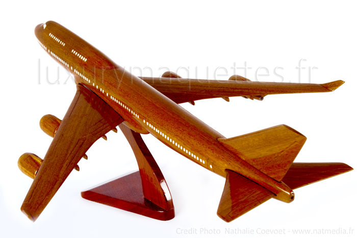 wood model airplane scale model B747 boeing aviation