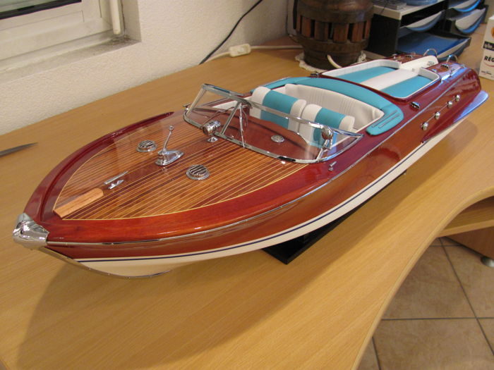 Model Riva Aquarama 67 cm - precious wooden boat model