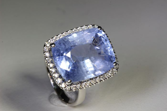 18 kt White Gold Ring with * 17.87 ct  Blue Sapphire and * 0.30 ct in total of diamonds