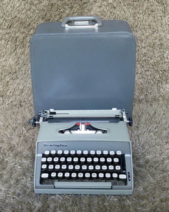 Remington Monarch - Vintage Portable Typewriter - Holland 1960s