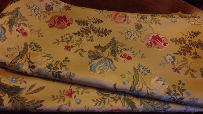 "5.60 metres of fine ""San Leucio"" gold damask lampas fabric - 20th century"