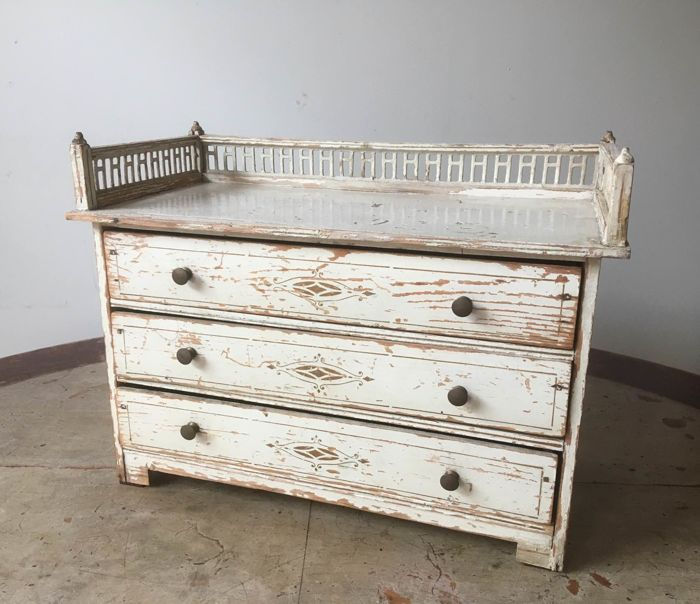 Gustavian white laquered pine wood miniature commode with 3 drawers -  Sweden - ca. 1800