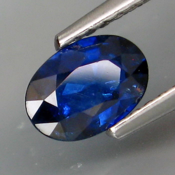Sapphire of 0.80 ct (No reserve price)