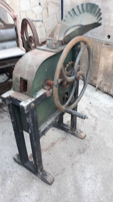 Manual corncob separator machineIt is 100 years old approximately It is made of wrought iron and wood