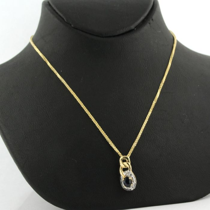 14 kt yellow gold necklace with a bicolour gold pendant set with sapphire and a brilliant cut diamond - necklace length: 45 cm long