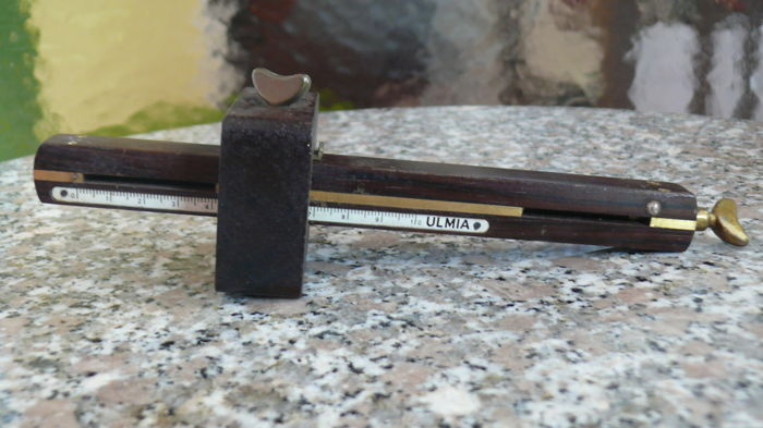 ULMIA rosewood marking gauge instrument with curved fence.