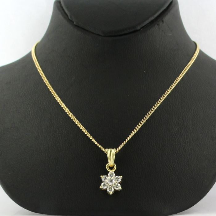 14 kt yellow gold necklace with an 18 kt yellow gold pendant with diamond approx. 0.30 carat in total - necklace length: 50 cm long