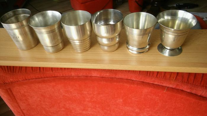 Set. 6x Goblets silver-plated: VO55-77 / 65cm, ELLDEE-77 / 68mm, DERBY-77 / 62mm, 2 & featured silver 77 / 63mm, ME-72 / 63mm, with cup foot - two measuring features 74 / 72mm - signed.