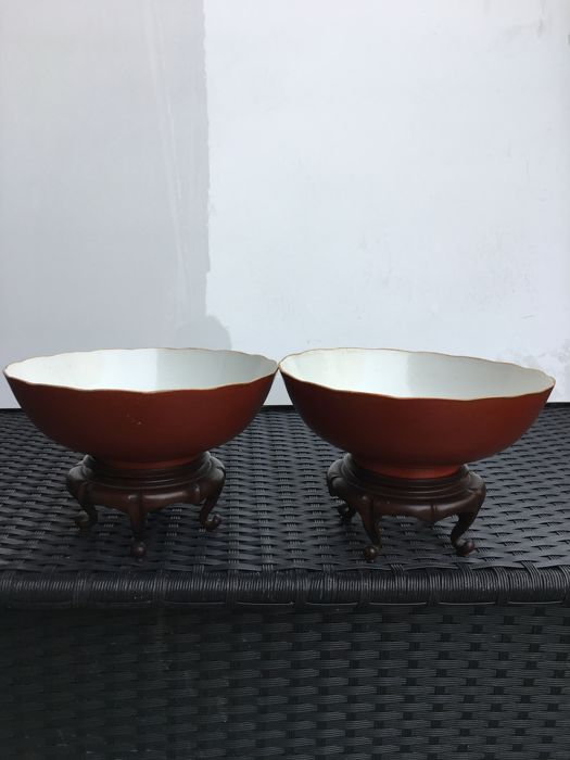 Pair of polylobe bowls in coral red enamelled porcelain - CHINA - 19TH CENTURY