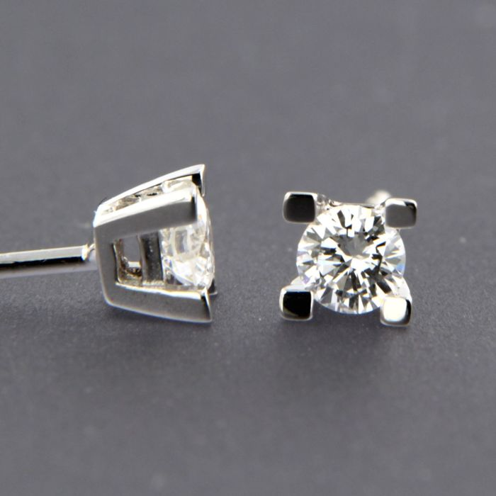 14 kt white gold solitaire stud earrings set with brilliant cut diamond, approx. 0.22 carat in total - size 3.8 mm wide